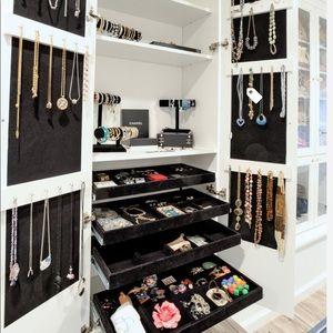 FINAL HOURS! $125+ Jewelry Closet Mystery Box!